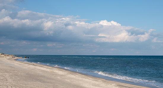Фото пустого берега Азовского моря в Кирилловка
